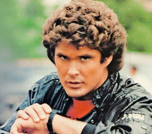 Nom : michael-knight-talking-to-kitt-watch-300x264.jpg
