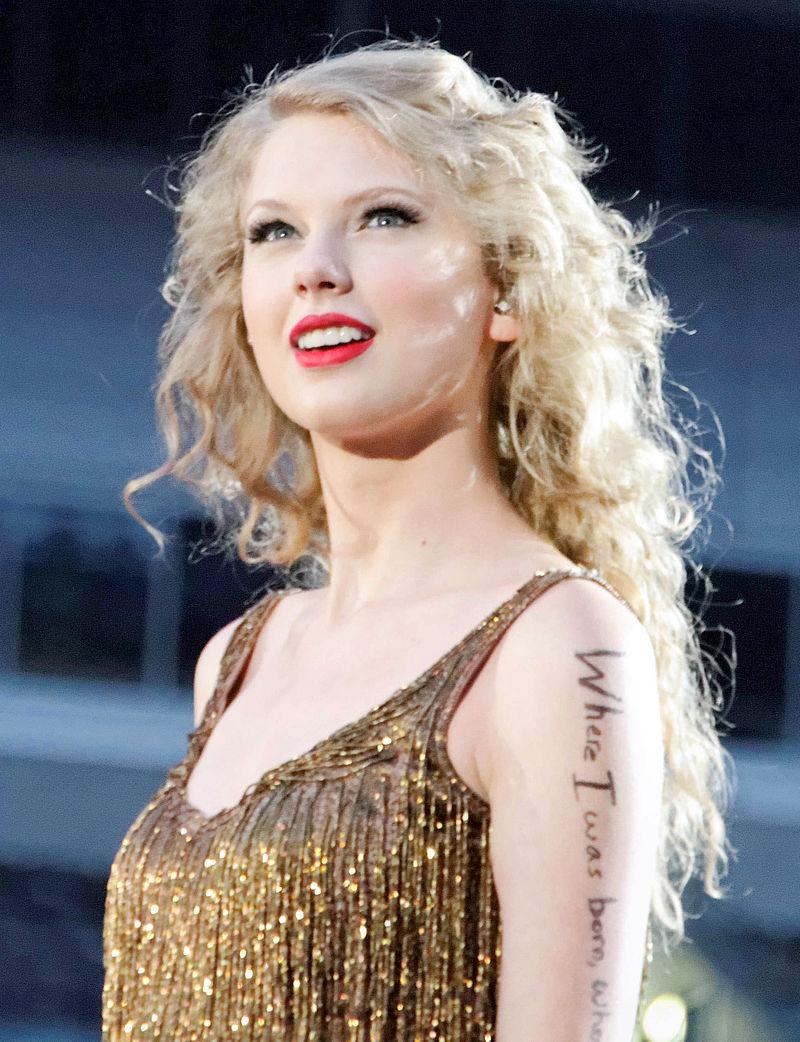 Nom : 800px-Taylor_Swift_Speak_Now_Tour_2011_4.jpg Affichages : 289 Taille : 171,3 Ko