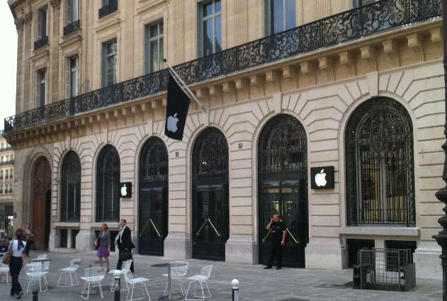 Nom : Paris-Apple-Store-Robbed-on-New-Year-s-Eve-iDevices-Worth-1M-1-6M-Gone-2.jpg