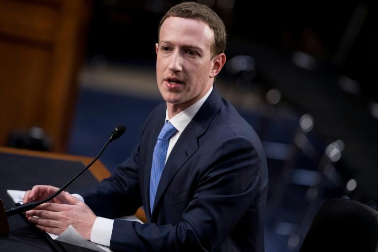 Nom : le-patron-de-facebook-mark-zuckerberg-lors-de-son-audition-devant-le-senat-a-w.jpg Affichages : 765 Taille : 80,3 Ko
