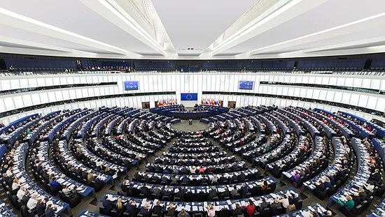 Nom : 550px-European_Parliament_Strasbourg_Hemicycle_-_Diliff.jpg Affichages : 5034 Taille : 77,5 Ko