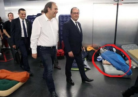 Nom : Xavier Niel et François Hollande.jpg Affichages : 14174 Taille : 49,1 Ko