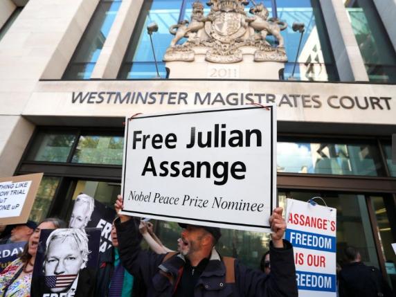 Nom : free assange.png Affichages : 2111 Taille : 605,2 Ko