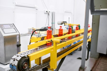 Nom : working-process-in-modern-factory-RCV2ZSE-e1585237965915.jpg Affichages : 1750 Taille : 24,6 Ko