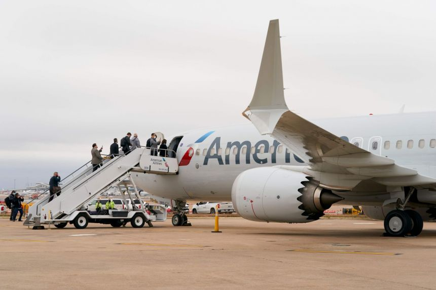 Nom : us-aviation-accident-boeing-americanairlines-181451.jpg Affichages : 1675 Taille : 48,7 Ko